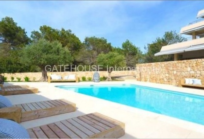 Modern apartment for sale in Cala Tarida_2