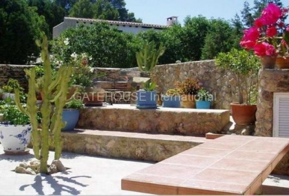 Detached home for sale in Cala Tarida divided into two units_1