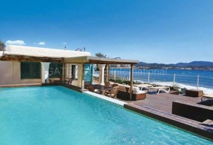 First line villa for sale in Cala Gracio_s