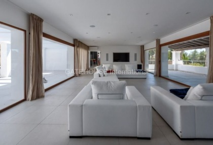 Luxury home recently renovated in Santa Eularia_8