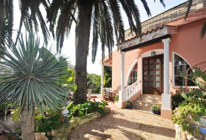 Detached villa with country views in Santa Eulalia_2