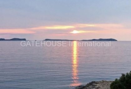 Frontline Penthouse apartment in Cala Gracio_1