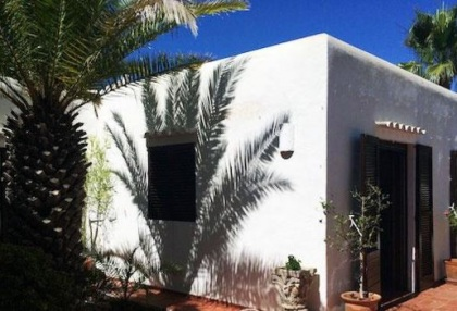 Charming house requiring makeover with sea views_2