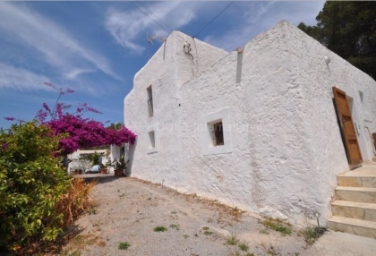 Three hundred year old finca for sale in Santa Eularia with separate plot_2