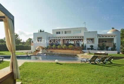 Elegant villa for sale on a large plot in Cala Bassa_2
