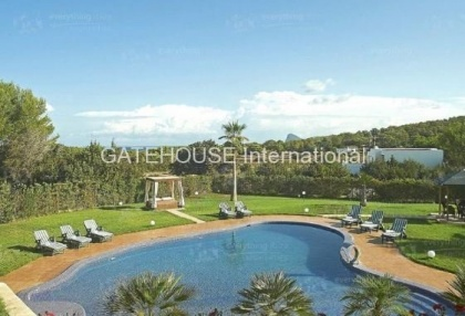 Elegant villa for sale on a large plot in Cala Bassa_4