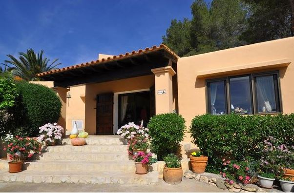 Country home for sale close to the village of san jose for Ibiza country villas