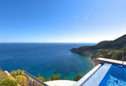 Luxury property with sea views in Cala San Vicente_