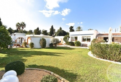 Modern detached villa walking distance of Santa Eularia_1