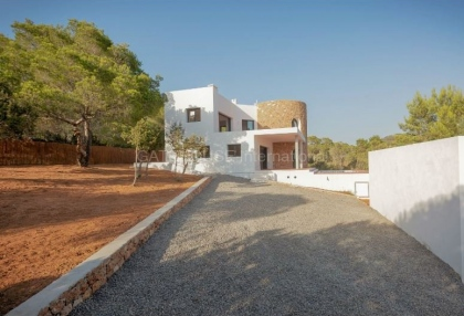 Property for sale in Cala Tarida_2