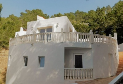 Small country house for sale in san Agustin with distant sea views_4
