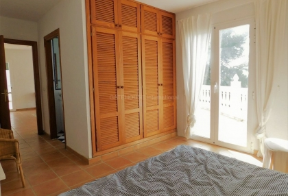 Small country house for sale in san Agustin with distant sea views_9