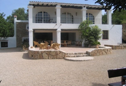 Finca for sale with guest accommodation and large plot_1