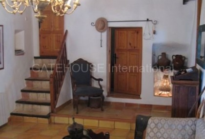 Fince for sale with guest accommodation and large plot_11
