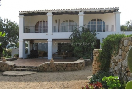 Fince for sale with guest accommodation and large plot_3