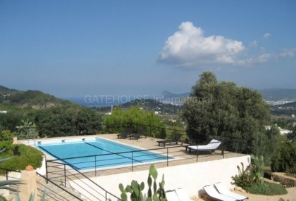 Fince for sale with guest accommodation and large plot_5