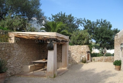 Fince for sale with guest accommodation and large plot_8