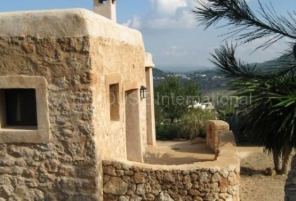 Fince for sale with guest accommodation and large plot_9
