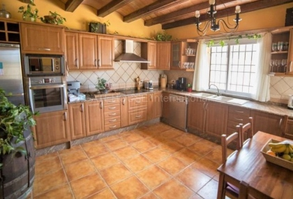 Rustic farmhouse for sale close to Es Cubells_4