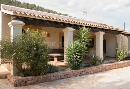 Rustic farmhouse for sale close to Es Cubells_5