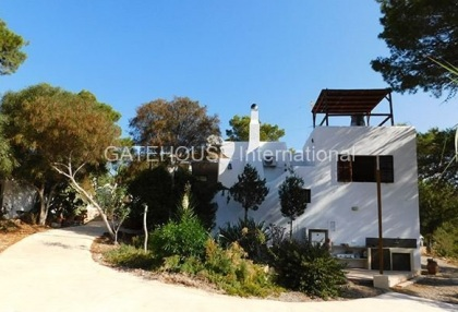 House for sale overlooking Cala Carbo beach_1