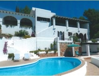 Traditional sea view villa requiring modernisation_1