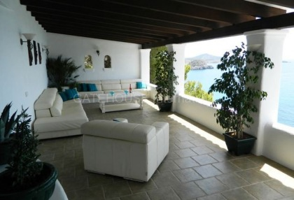 Traditional sea view villa requiring modernisation_5