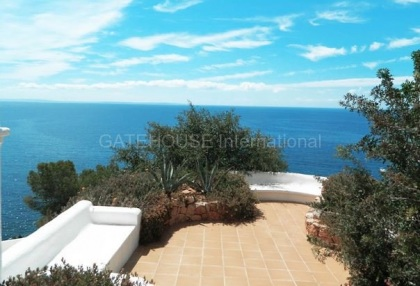 Traditional sea view villa requiring modernisation_8