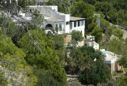 Traditional sea view villa requiring modernisation_s