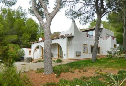 House converted to five apartments in Cala Bassa_1