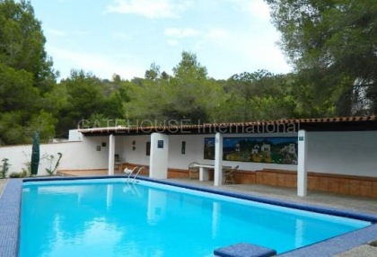 House converted to five apartments in Cala Bassa_2