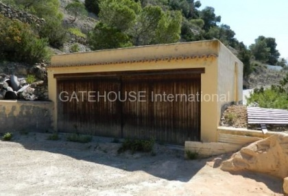 Large villa to modernise with direct sea access_11