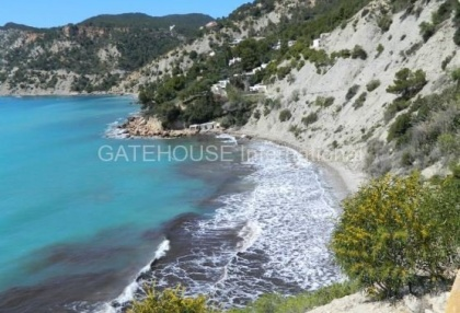 Large villa to modernise with direct sea access_14
