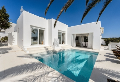 Villa for sale in Cala Codolar with rental license.2