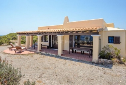 Frontline home in Ibiza requiring refurbishment_1