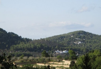 Plot for sale with open mountain views in Santa Eularia_3
