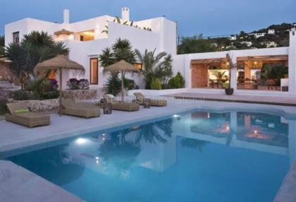 Luxury renovated Ibiza villa for sale in Cala Bassa_1