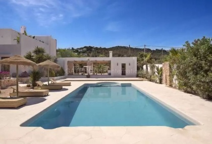 Luxury renovated Ibiza villa for sale in Cala Bassa_2