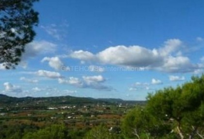 Detached villa for sale with stunning views in Santa Eularia_2