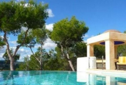 Detached villa for sale with stunning views in Santa Eularia_3