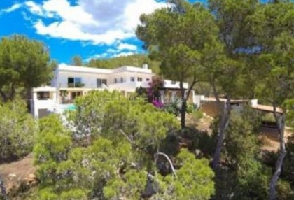 Detached villa for sale with stunning views in Santa Eularia_9