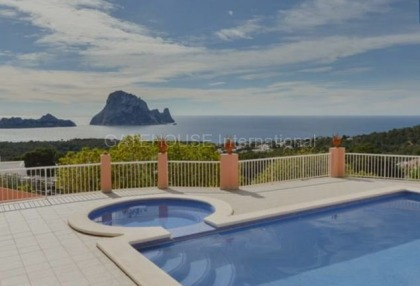Large detached home in Cala Carbo_1