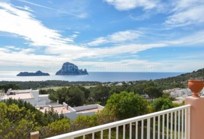 Large detached home in Cala Carbo_5