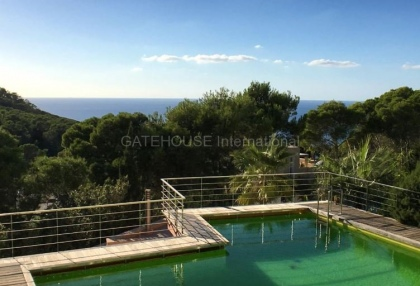 Modern sea view villa for sale in the mountains_1