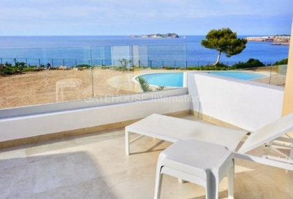 First line Townhouse for sale in Cala Tarida_1