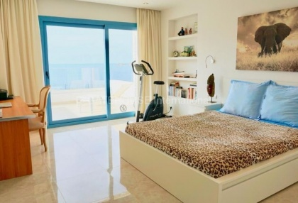 First line Townhouse for sale in Cala Tarida_5