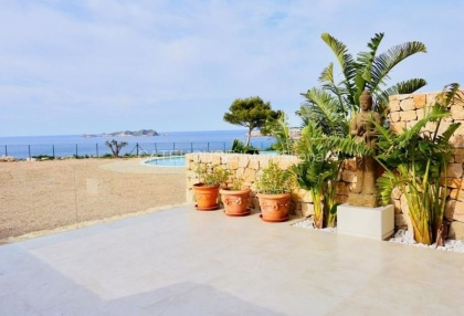 First line Townhouse for sale in Cala Tarida_7