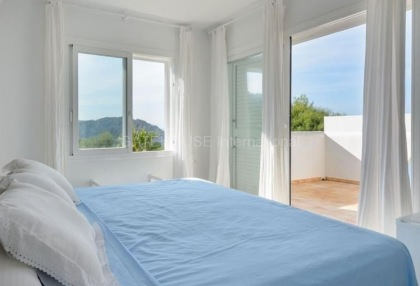 Mountain view house for sale in San Juan_12