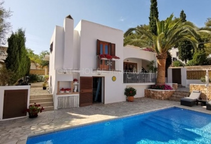 House close to the beach in Cala Llonga_1