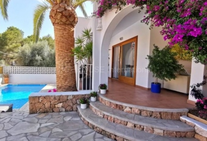 House close to the beach in Cala Llonga_4
